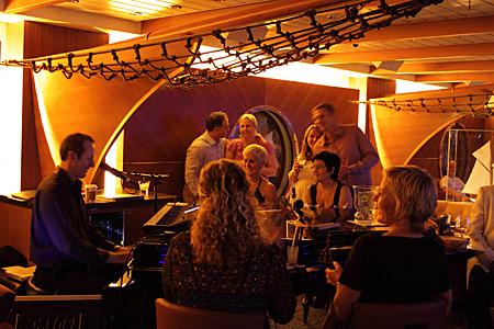 Um piano bar: Schooner