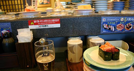 Sushi de esteira rolante