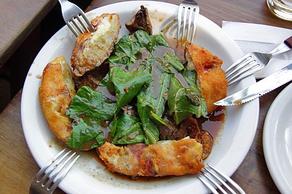 Carnoba: carne com taioba, no Bar do Antônio