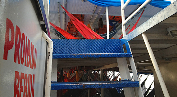 A escadinha para o deck superior
